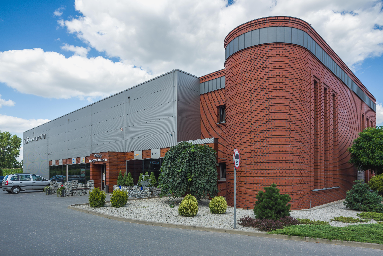 Budynek handlowy środków ochrony roślin wraz z częścią magazynową oraz administracyjną Fargo Tarnowo Podgórne Parking Wejście do budynku