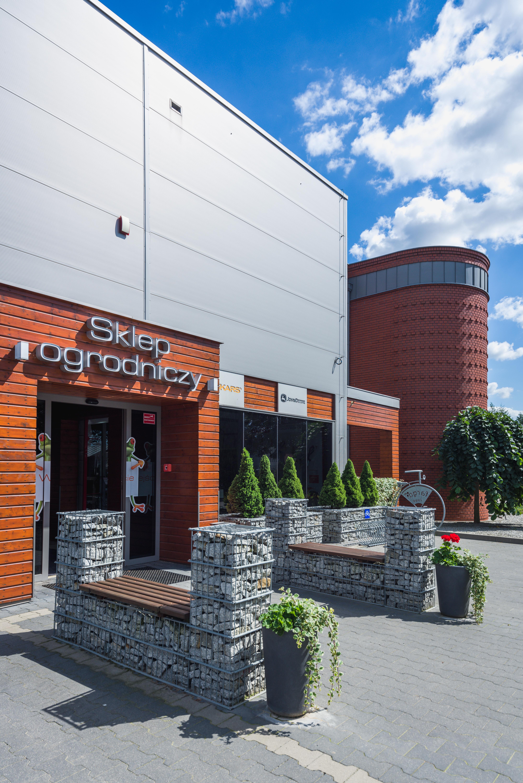 Budynek handlowy środków ochrony roślin wraz z częścią magazynową oraz administracyjną Fargo Tarnowo Podgórne Wejście główne do budynku