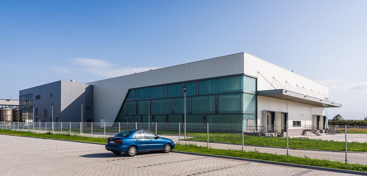 Budynek produkcyjny dań gotowych wraz z częścią magazynową oraz administracyjną Mróz S.A. Borek Wielkopolski Parking