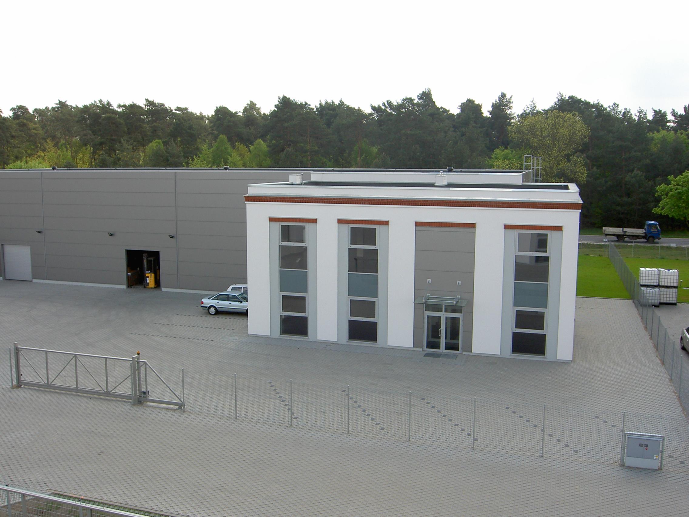 Park przemysłowy zagospodarowany obiektami biurowo-magazynowymi wraz infrastrukturą Jakon Sierosław