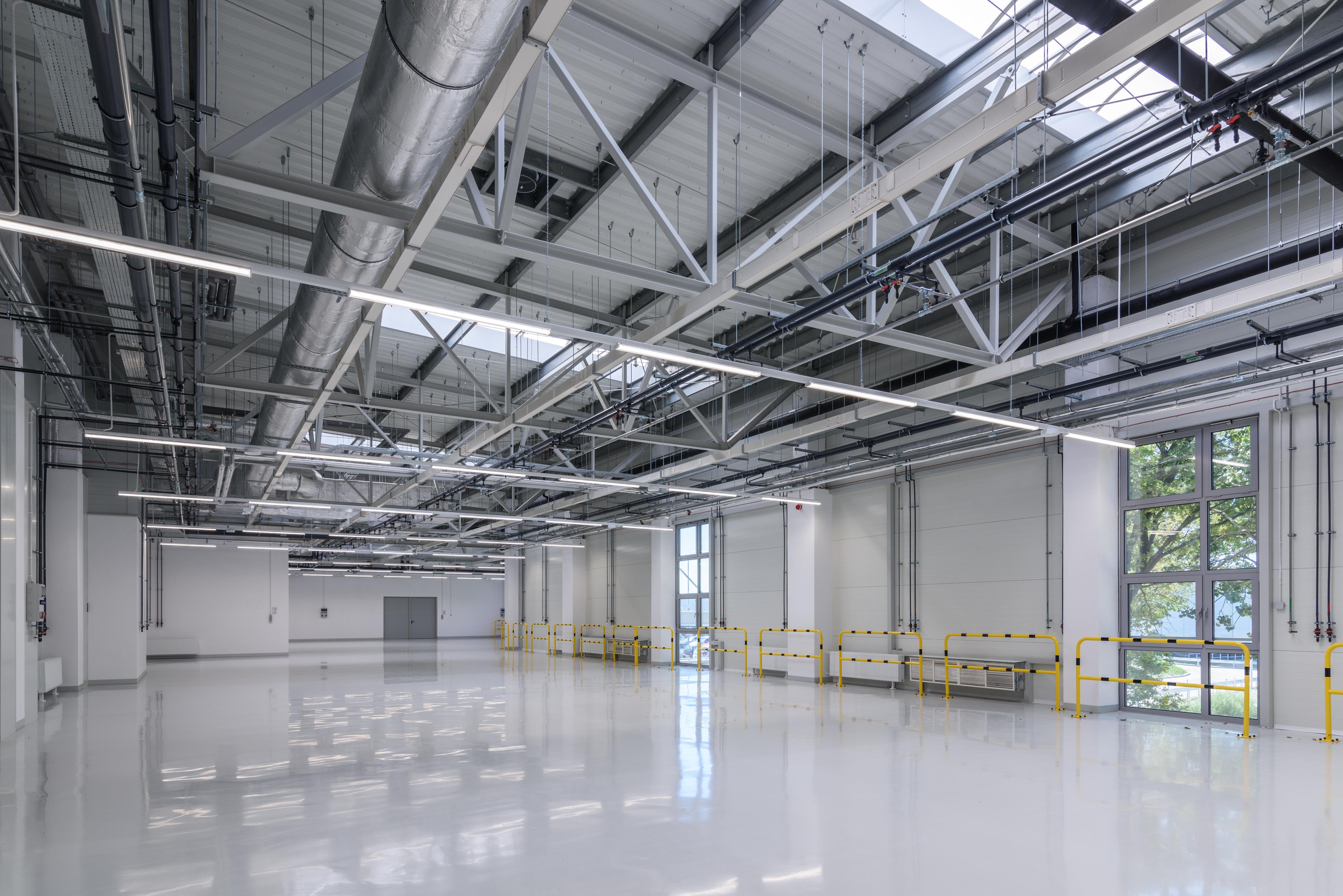 Budynek produkcyjny narzędzi elektrochirurgicznych dla branży medycznej oraz czujników elektronicznych dla przemysłu motoryzacyjnego wraz z częścią magazynową oraz administracyjną BOWA Hala