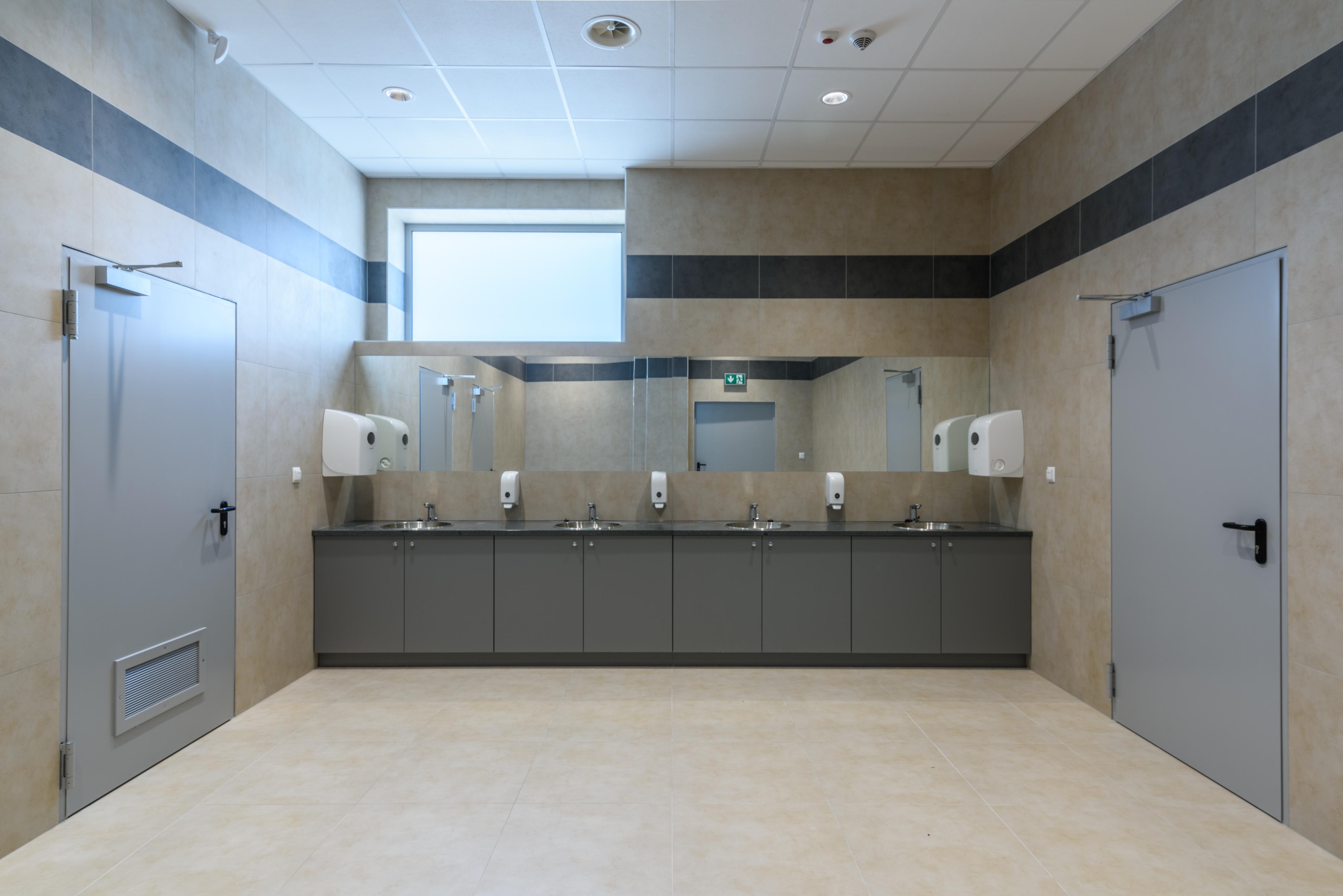 Budynek produkcyjny narzędzi elektrochirurgicznych dla branży medycznej oraz czujników elektronicznych dla przemysłu motoryzacyjnego wraz z częścią magazynową oraz administracyjną BOWA Łazienka WC